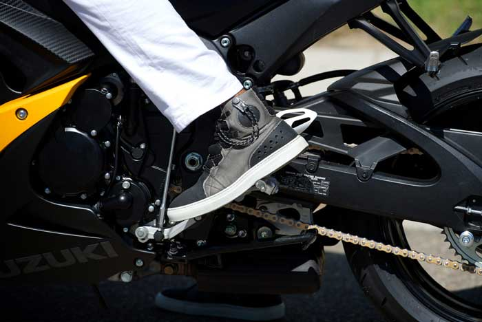 save off b8704 48d6d Le migliori scarpe da moto del 2019 - Classifica con tabella ...