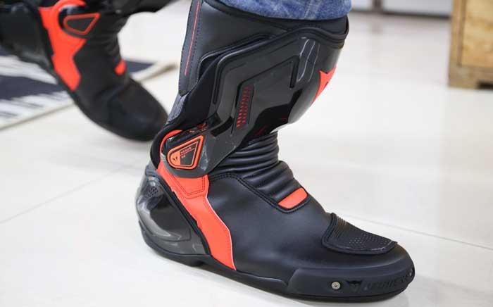 Stivali Moto Dainese Axial D1 Nero Rosso Fluo