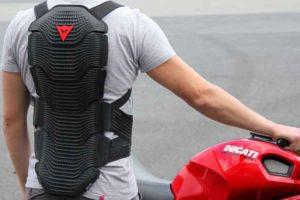 Protezione per la schiena da moto