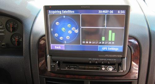 Autoradio con schermo a scomparsa Kenwood