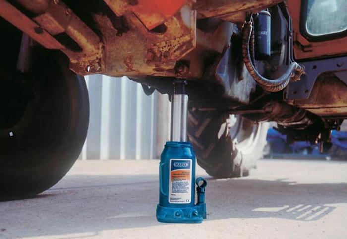 Martinetto idraulico per auto